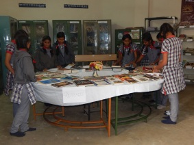 visit to library by students for exhibition